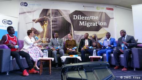 Elfenbeinküste DW-Debatte zum Dilemma Migration (DW/D. Köpp)