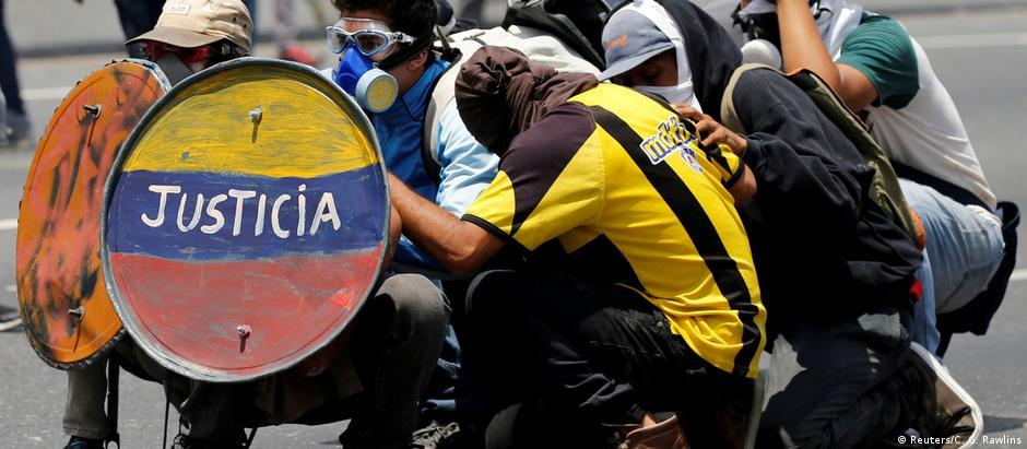Protestos em Caracas vêm sendo marcados por violência