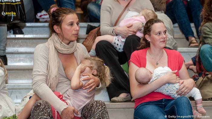 Кормящие детей женщины