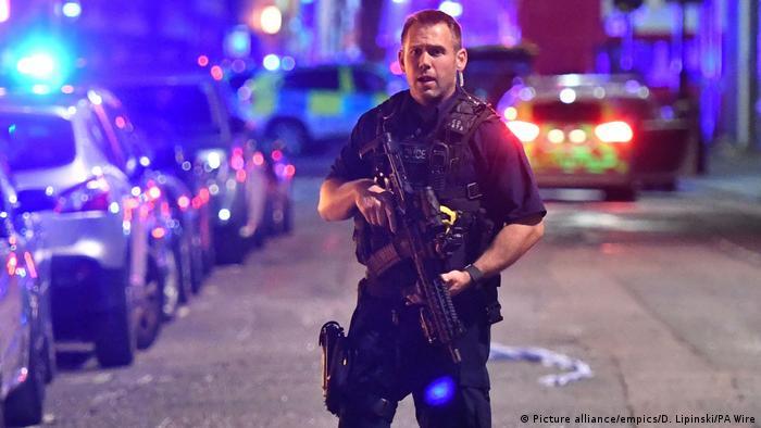 England Vorfall auf der London Bridge Mehrere Fußgänger angefahren (Picture alliance/empics/D. Lipinski/PA Wire)