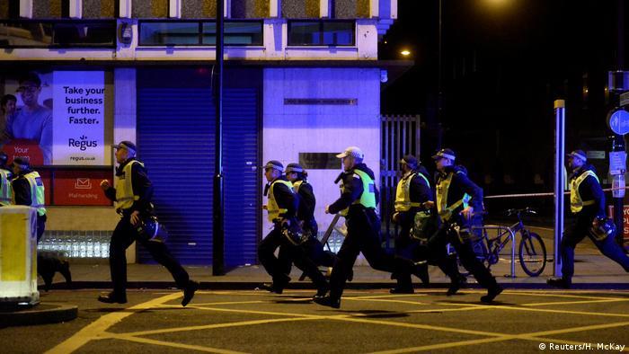 Теракт у Лондоні: Поліція поспішає на допомогу