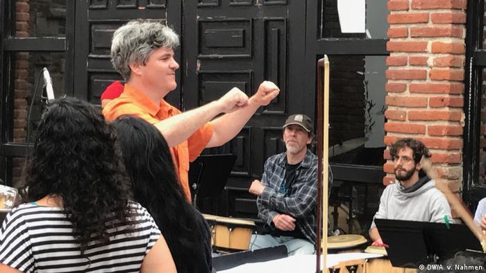 Mexiko Tijuana - Dresdener Sinfoniker spielen Konzert am Grenzzaun (DW/A. v. Nahmen)