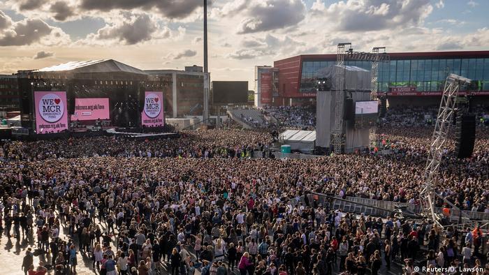 UK Jubel und Betroffenheit: Benefizkonzert in Manchester gestartet