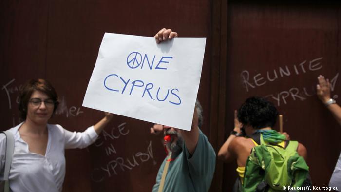 Zypern Nicosia Demo Pro Wiedervereinigung Friedensvertrag (Reuters/Y. Kourtoglou)