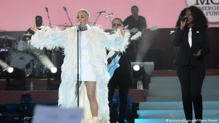 One Love Manchester Benefizkonzert Katy Perry (picture-alliance/AP/Dave Hogan)