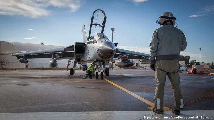 size 40 d61f1 7efb8 A Tornado jet on the ground at Incirlik (picture-alliance dpa Bundeswehr