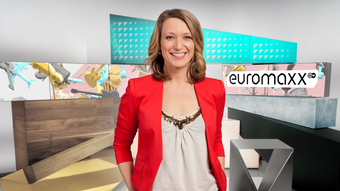 Meike Krüger in the Euromaxx studio (DW)