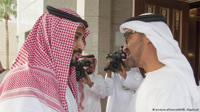 Saudi-Arabien Riad Prinzen Mohammed bin Zayed Al Nahyan - Mohammed bin Salman (picture-alliance/AA/B. Algaloud)