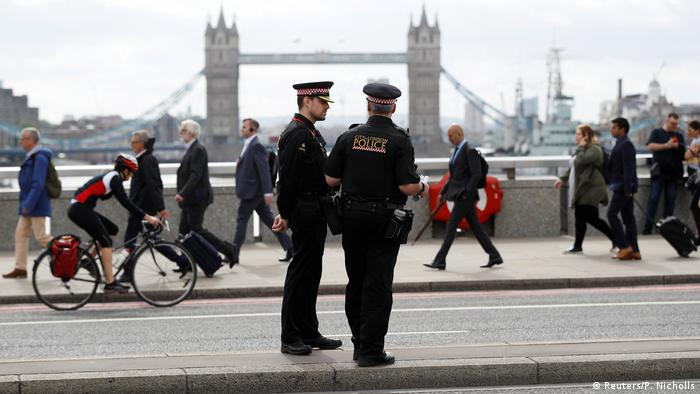 London - Polizei auf London Bridge (Reuters/P. Nicholls)