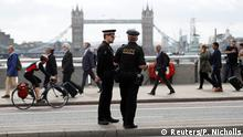London - Polizei auf London Bridge