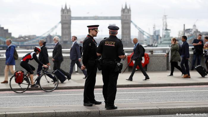 London - Polizei auf London Bridge