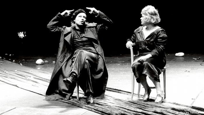 Two of Peymann's favorite actors, Kirsten Dene (right) and Gert Voss on stage (Photo: Abisag Tüllmann)