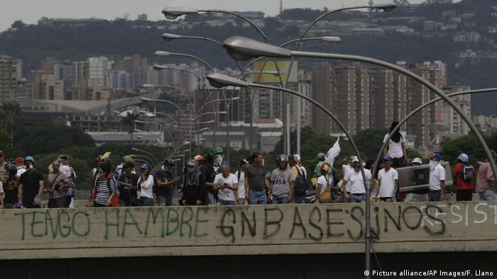 Venezuela Krise Proteste (Picture alliance/AP Images/F. Llano)
