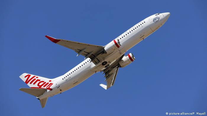 Fluggesellschaft Virgin - Boeing 737-8FE (picture-alliance/P. Mayall)