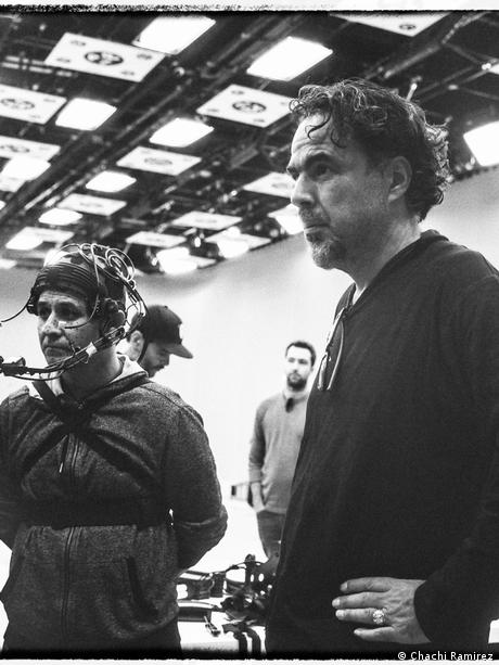 Alejandro González Iñárritu on the set of Carne y Arena (Chachi Ramirez)