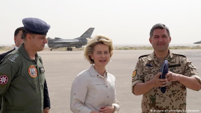 Von der Leyen in Jordanien (picture alliance/dpa/Bundeswehr)