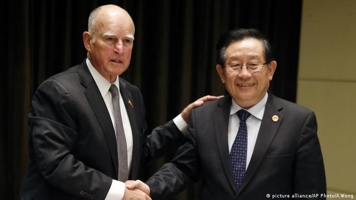 Jerry Brown, Wan Gang (picture alliance/AP Photo/A.Wong)