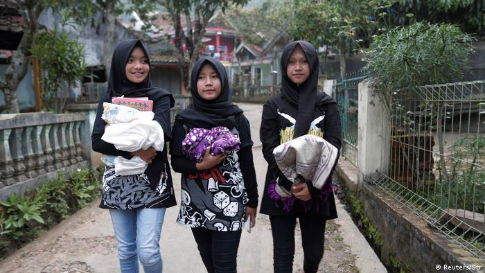 Indonesien Frauen-Metal Band mit Kopftüchern (Reuters/Str)