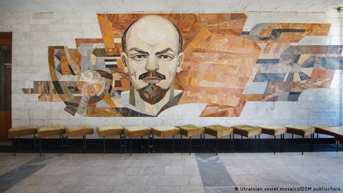 Ленин, знамя поколений. Дворец культуры, г. Кременчуг.