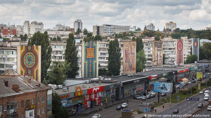 В защиту мира и другие панно на проспекте Победы, г. Киев.