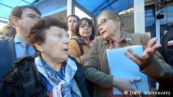 Елена Шувалова (справа)