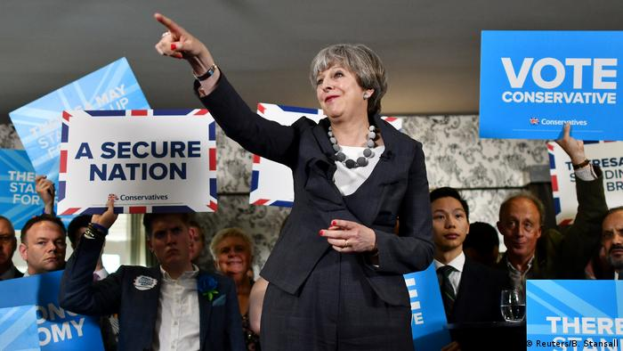 Großbritannien Theresa May Wahlkampf (Reuters/B. Stansall)