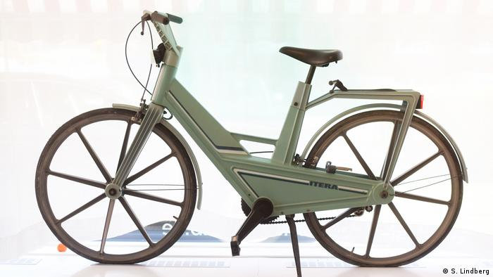 Plastic bicycle in the Museum of Failures (S. Lindberg)