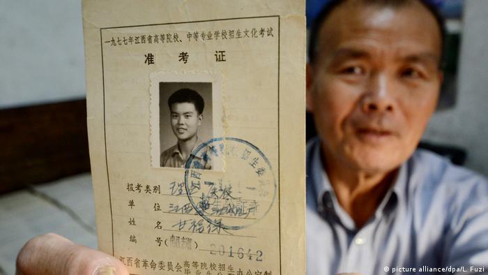 China älterer Mann Examen China (picture alliance/dpa/L. Fuzi)