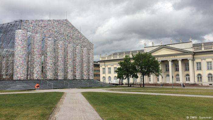 Deutschland - Documenta 14 in Kassel: Fridericianum und Der Parthenon der Bücher von der Künstlerin Marta Minujín