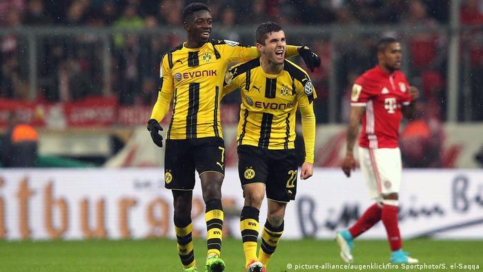 1. Bundesliga - FC Bayern München Muenchen - BVB Borussia Dortmund: Ousmane Dembele & Christian Pulisic