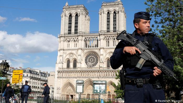 Frankreich Notre Dame de Paris nach Angriff auf Polizisten (Reuters/P. Wojazer)