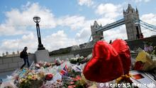 07.06.2017 *** Floral tributes are seen near the scene of the attack at London Bridge and Borough Market in central London, Britain June 7, 2017. REUTERS/Stefan Wermuth