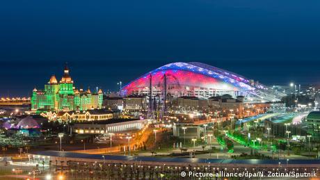 Χάρη στους χειμερινούς Ολυμπιακούς Αγώνες του 2014 στο Σότσι, το ρωσικό θέρετρο έγινε ευρύτερα γνωστό. Τότε οι επικριτές των Ολυμπιακών Αγώνων άσκησαν έντονη κριτική εξαιτίας του υψηλού κόστους. Στην τουριστική πόλη της Μαύρης Θάλασσας διεξάγεται και η Φόρμουλα 1. Στο Σότσι κάνει διακοπές και ο Ρώσος Πρόεδρος Βλαντιμίρ Πούτιν.