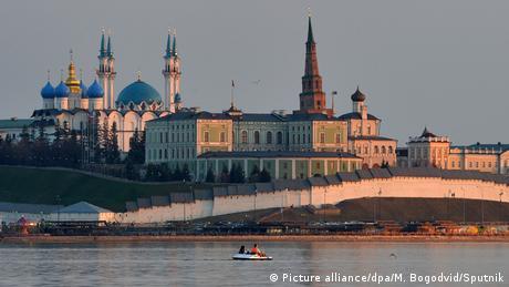 Στο Καζάν, πρωτεύουσα της Δημοκρατίας του Ταταρστάν, συμβιώνουν πολλές κουλτούρες. Τζαμιά των μουσουλμάνων Τατάρων βρίσκονται δίπλα σε ορθόδοξες εκκλησίες των Σλάβων. Η πρωταθλήτρια ομάδα Ρουμπίν είναι σύμβολο της πόλης.