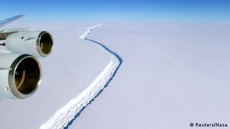 Antarktis Riss im Larsen-C-Schelfeis (Reuters/Nasa)