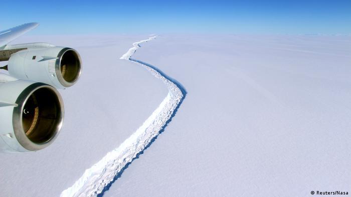 Rachadura na plataforma de gelo Larsen C que deu origem ao novo iceberg