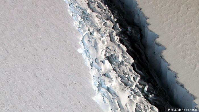 Imagem da fenda na plataforma de gelo Larsen C disponibilizada pela Nasa