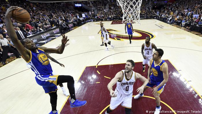 USA Basketball NBA Golden State Warriors - Cleveland Cavaliers (picture-alliance/AP Images/K. Terada)