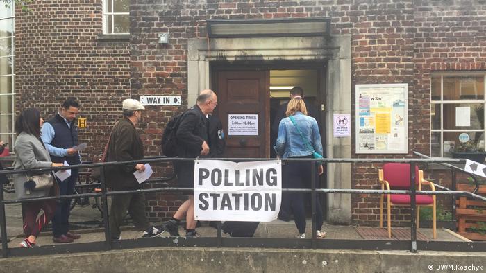 Großbritannien Wahl Reportage Wahllokal