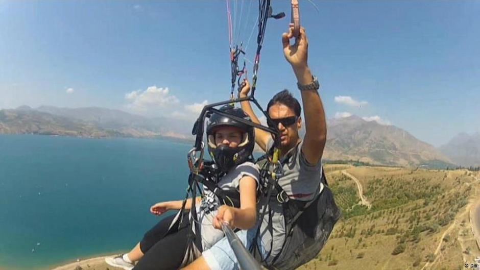 Paragliding in Uzbekistan | Check-in - The Travel Guide | DW | 13 04