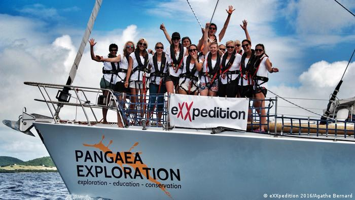 Crossing the finish line / eXXpedition (Agathe Bernard)