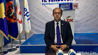 Avdullah Hoti, Politiker Kosovo (DW/Bahri Cani)