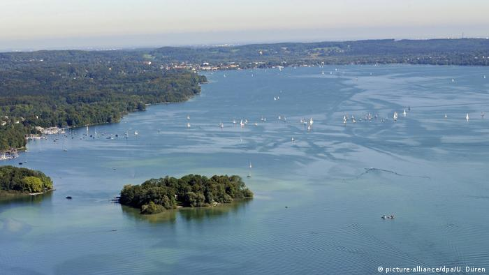 Arial view of Lake Starnberg with sail boats and the Rose Island (picture-alliance/dpa/U. Düren)