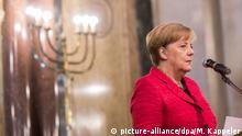 08.06.2017 +++Bundeskanzlerin Angela Merkel (CDU) spricht am 08.06.2017 in Buenos Aires (Argentinien) bei der Besichtigung der Synagoge Templo Libertad. Merkel hält sich zur Vorbereitung des G20 Gipfels in Argentinien auf. Foto: Michael Kappeler/dpa +++(c) dpa - Bildfunk+++ | Verwendung weltweit