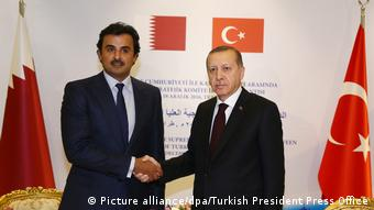 Emir Tamim von Qatar und Erdogan (Picture alliance/dpa/Turkish President Press Office)