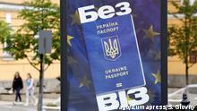 Kiew Ukraine Plakat mit Passport vor EU-Fahne