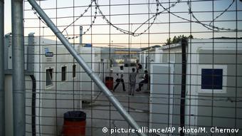 Η ελληνική κυβέρνηση αναμένεται να αναλάβει εξ ολοκλήρου από τον Ιούλιο τη διαχείριση της κατάστασης