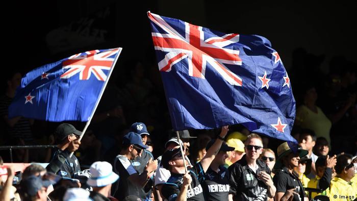 Cricket Fans mit neuseeländischer Flagge (Imago)