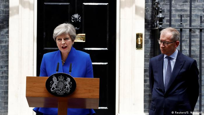 London Theresa May Rede Downing Street in London