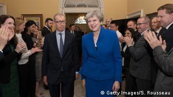 Η Τερέζα Μέι προτίθεται να είναι συναινετική και θα καλέσει την αντιπολίτευση σε συνεργασία σε ό,τι αφορά την διαπραγμάτευση για το Brexit